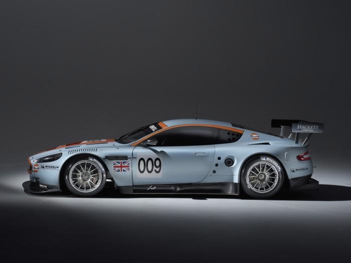 Aston Martin DBR9 side